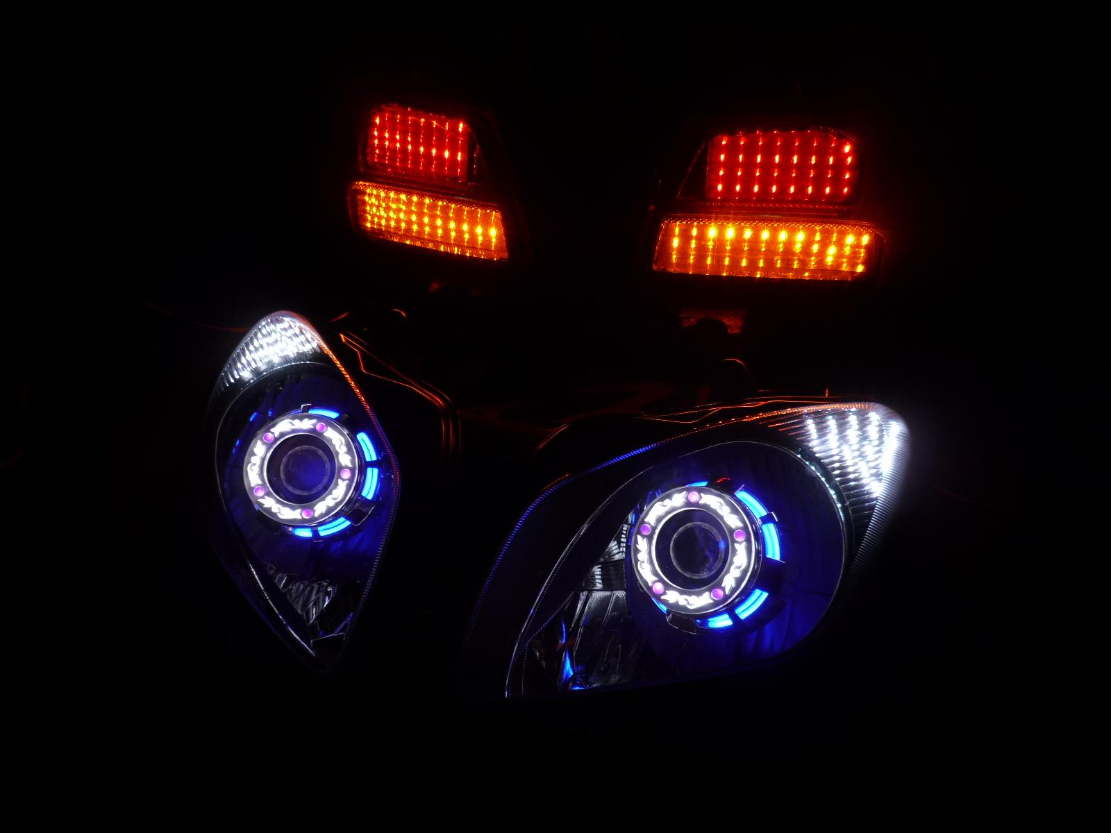 スカイワェイブ650トライク ヘッドライト加工
